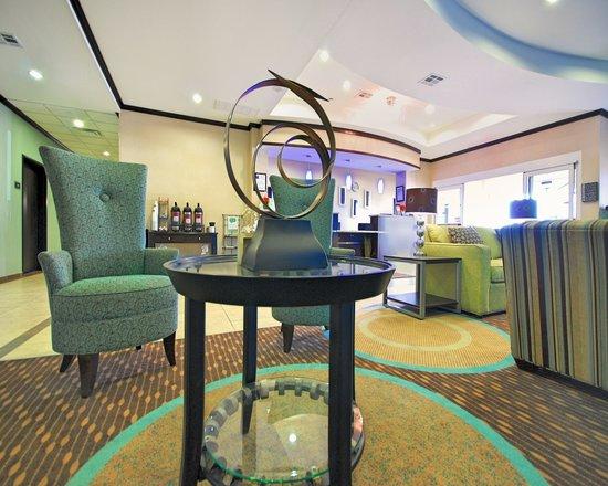 Comfort Inn & Suites Airport: Lobby