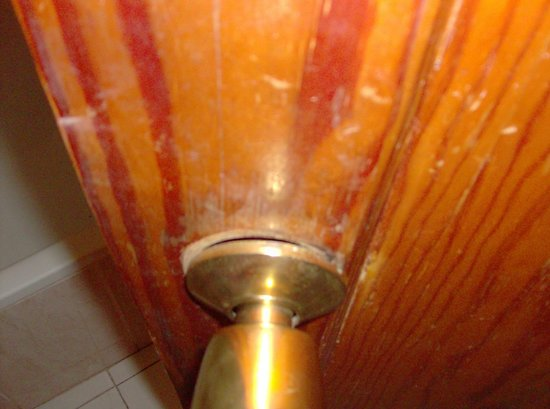 bathroom door handle falling off picture of arimar. Black Bedroom Furniture Sets. Home Design Ideas