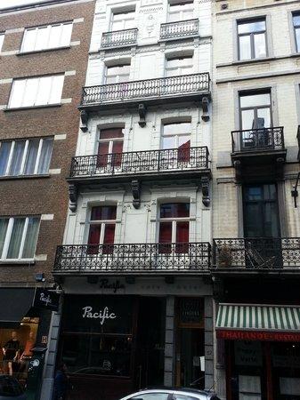 Hotel Cafe Pacific: Classic Belgium Architecture