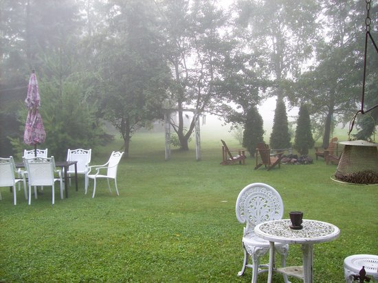 Cobblestone Bed and Breakfast: One Foggy Morning