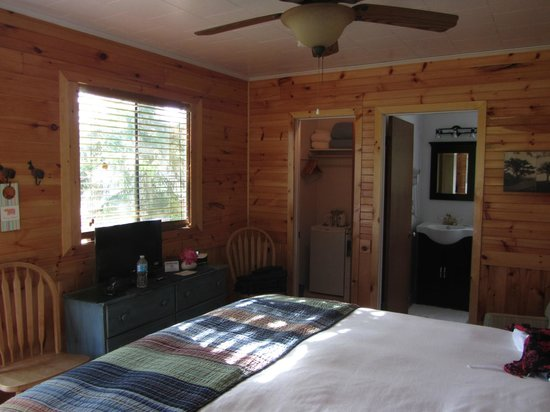 Hotel Kenney : this shows the bathroom and utility room with fridge