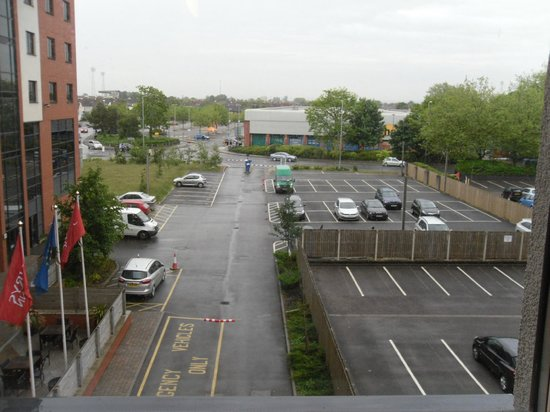 Jurys Inn Swindon: View from the bedroom.  I did say that Swindon hasn't a lot to recommend it!