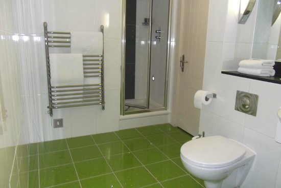 Salthouse Harbour Hotel: Bathroom in the penthouse