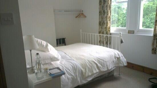 49 Combe Park: Our clean and comfortable room