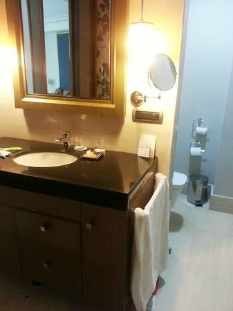Hesperia WTC Valencia: Detalle baño