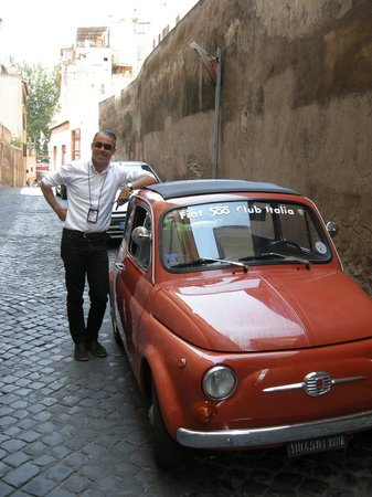 Dearoma Tours: Valerio and his Fiat 500