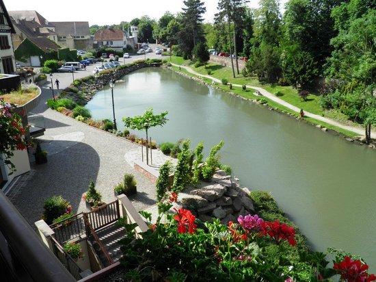 Hotel Spa Restaurant Domaine Du Moulin : Vue depuis la chambre