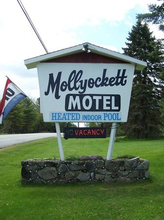 Mollyockett Motel: Look for our sign on Rt # 26!