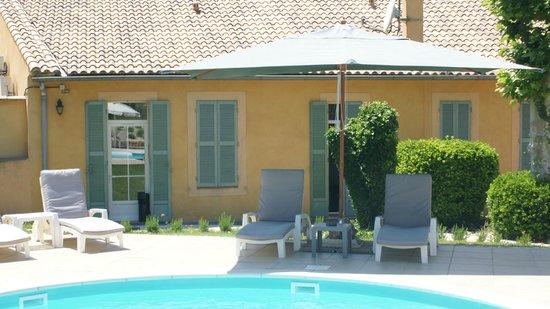 Hotel Les Cigales : la piscine de l'hôtel