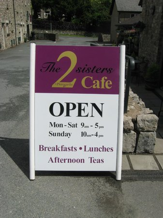 The 2 Sisters Cafe: Signage