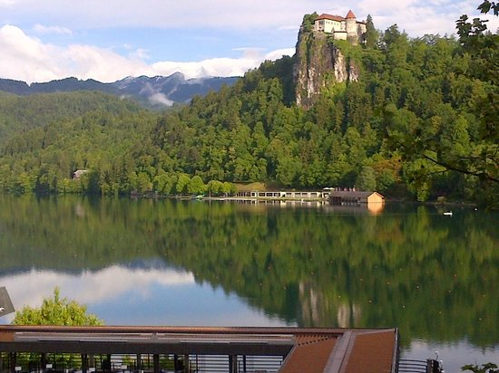 Park Hotel Bled: Lake and Castle in the morning