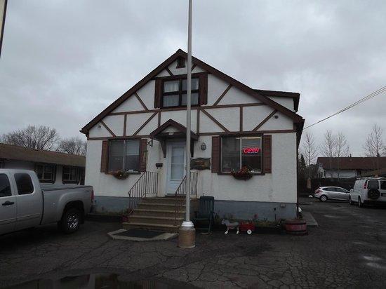 Old Country Motel : Aanzicht van het bureau