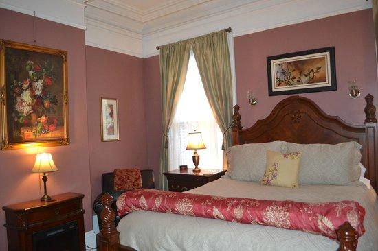 Inn On Carleton: Bedroom