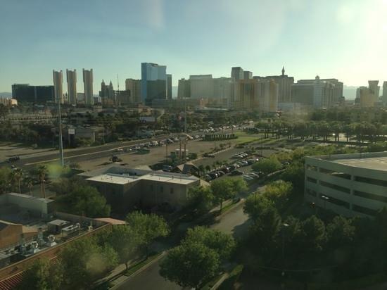 Residence Inn Las Vegas Hughes Center : Blick aus dem Zimmer Richtung Strip