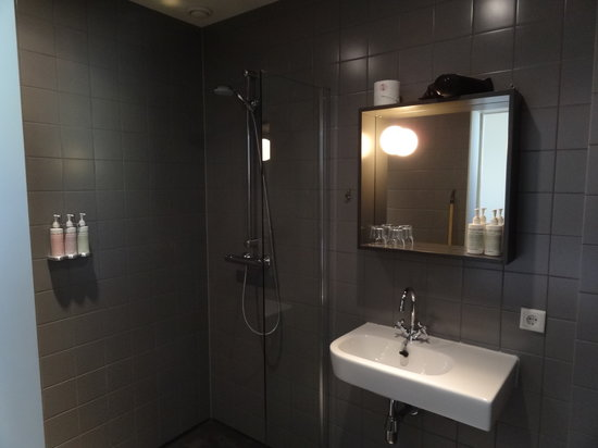 Mary K Hotel: Bathroom