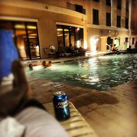 Candlewood Suites Yuma: outside of the pool area,, take a dive!