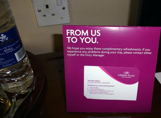 Crowne Plaza Manchester Airport: Unctuous welcome with tepid water