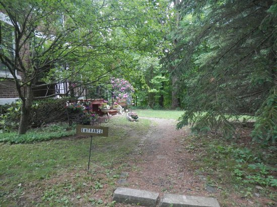 The Pratt Smith House: Path up to the front of the house