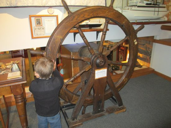Door County Historical Museum: Boat wheel