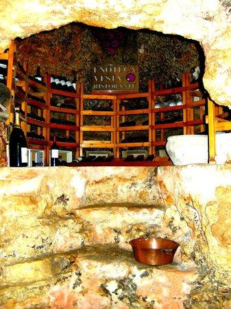 Ristorante Enoteca Vesta: l'angolo dedicato al Vino