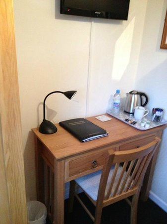 Sportsmans Arms: Desk and drinks facilities