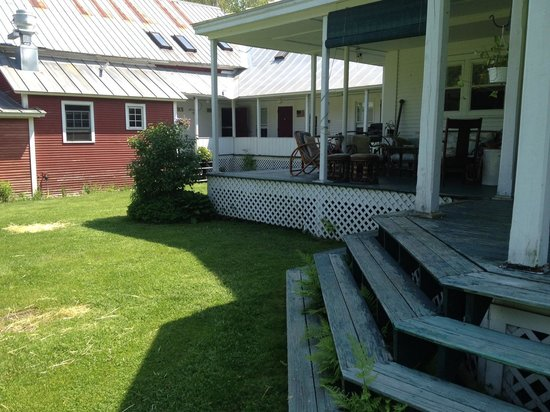 Lareau Farm  Inn: Back porch