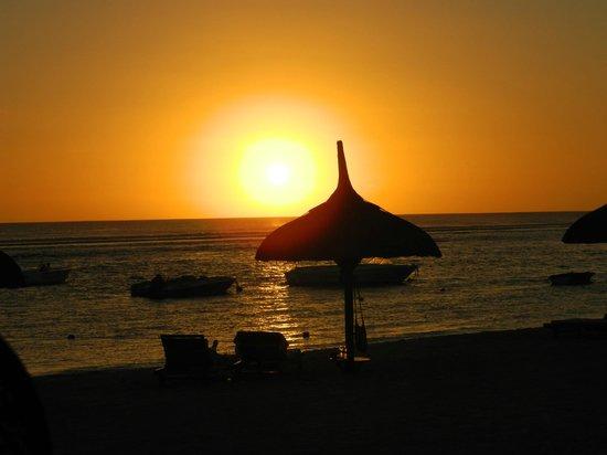 The Oberoi, Mauritius: Sunset from main bar.
