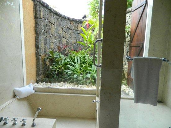 The Oberoi, Mauritius: Luxurious bathroom.