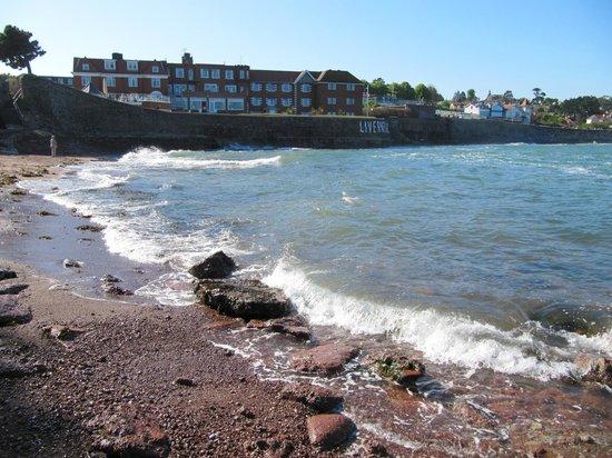 Best Western Livermead Cliff Hotel: Hotel und felsige Bucht
