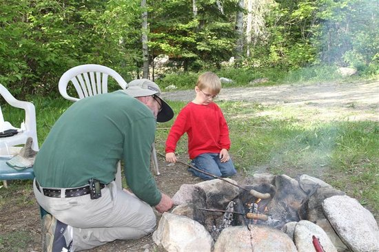 Fenske Lake Resort Cabins: Cooking brats over the campfire