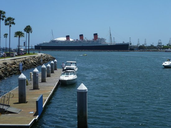 Long Beach Waterfront: Across the harbour the Queen Mary beckons...