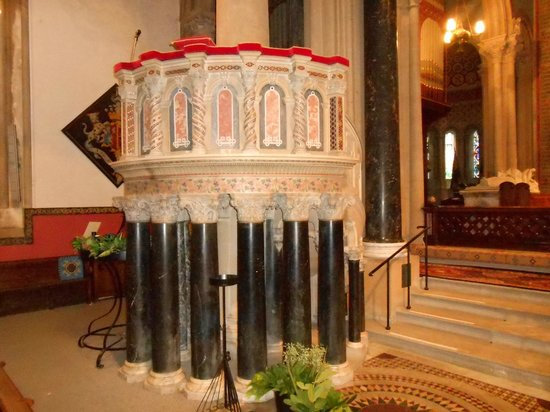 Church of St. Mary and St. Nicholas: pulpit