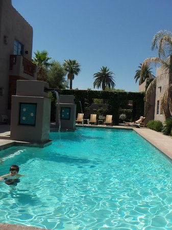 Lodge on the Desert: the pool