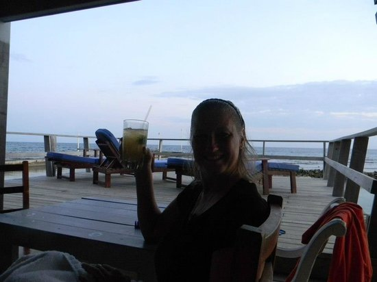 Reef House Resort: Mix your own drink, what could be better?