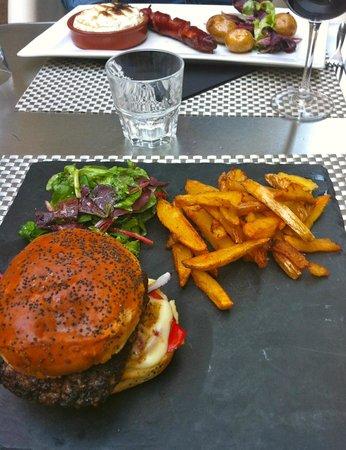 """Restaurant la Place: le """" burger de la place""""..."""