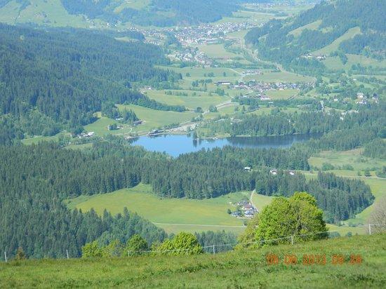 Hotel Schwarzer Adler: Lake Schwarzee from cable car