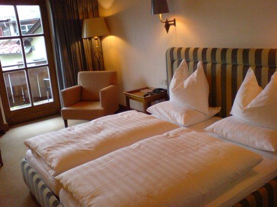 Hotel Schwarzer Adler: Bedroom of Walde suite