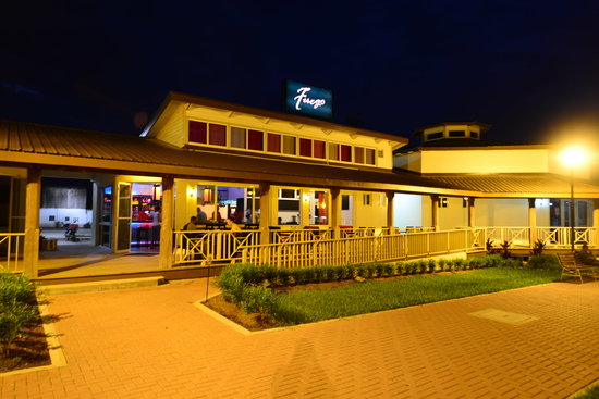 Fuego Bar & Grill: Fuego at night