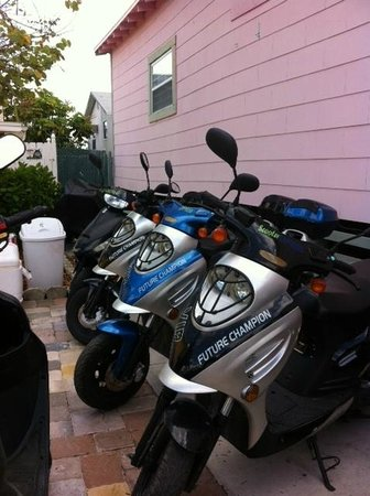 The Sea Gypsy Inn: Scooter Rental Available