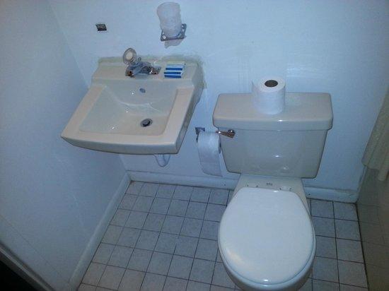 Riviera Motel: Dirty Bathroom