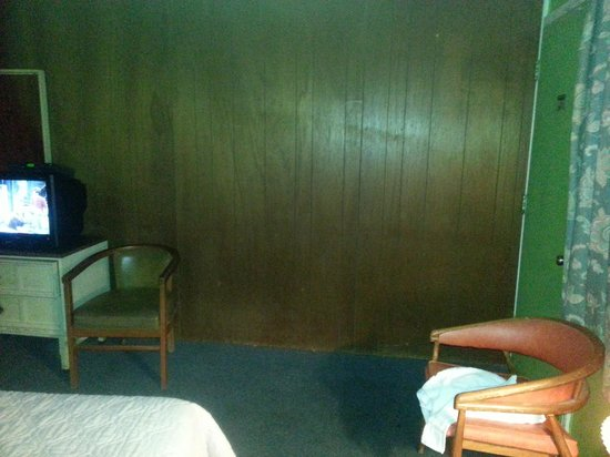 Riviera Motel: Dirty Room