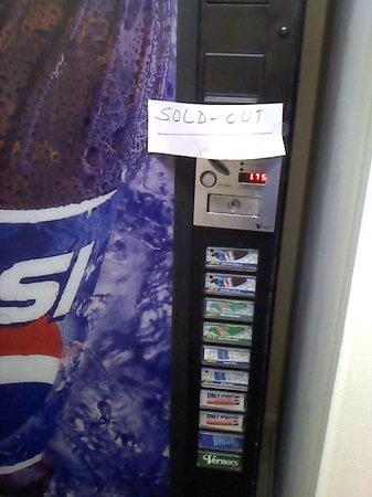 Quality Inn and Suites : The non working pop machines.