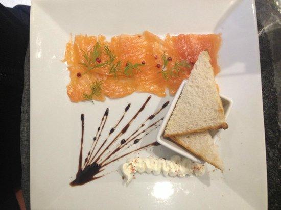 L'Acanthe Agay : saumon en carpaccio