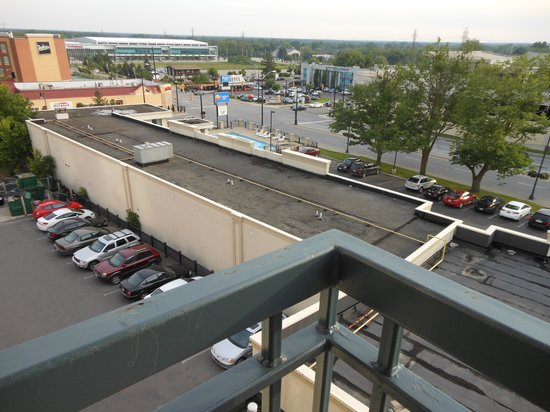 "Comfort Inn Fallsview: ""View"" to the back"