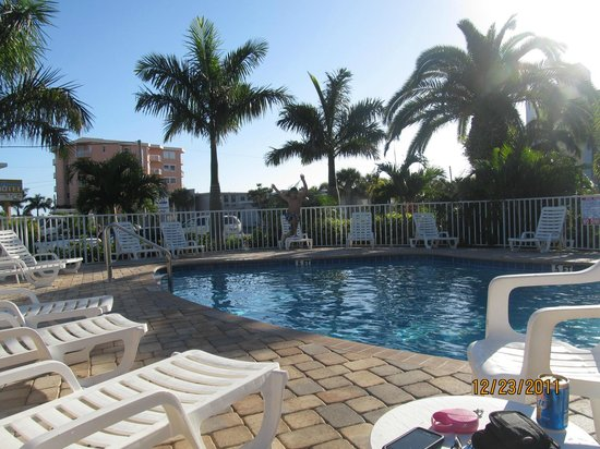 The Bayside Inn & Marina: Pool area...