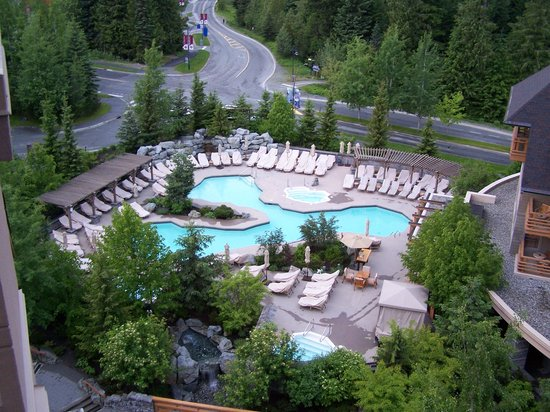 Four Seasons Resort and Residences Whistler: The gardens below