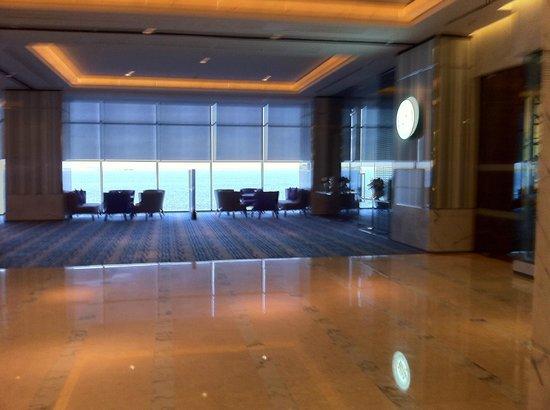 Four Points by Sheraton Sandakan: Hotel Lobby