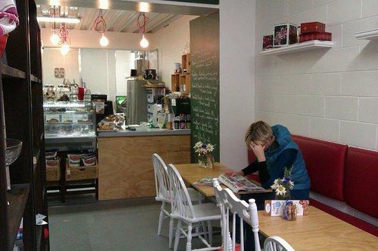 Cook's Store & Deli: getlstd_property_photo