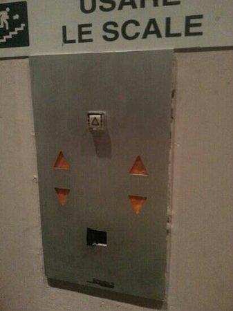 Euro Hotel: ascensore - pulsante di chiamata mancante