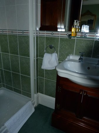 Banbury Cross Bed & Breakfast: Shower was quite hot with sufficient pressure